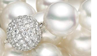 Diamonds And Pearls For 30th Anniversary Traditional Gift Theme Pearl